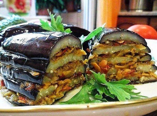 Баклажаны по-турецки - Ингредиенты:      баклажаны - 2 штуки     помидоры - 3 штуки     морковь - 2-3 штуки     лук репчатый - 2 штуки     масло подсолнечное     зелень петрушки     соль по вкусу     перец черный по вкусу