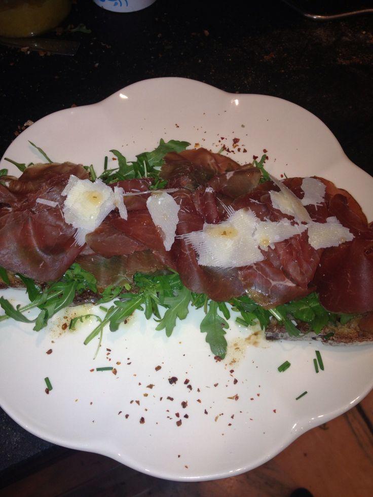 """Tartine#""""Le Cherche Midi""""# Pain au#levain# Salade#Roquette# Vinaigrette #huile d'olive#.  #Bresaola#copeaux #Parmesan!"""