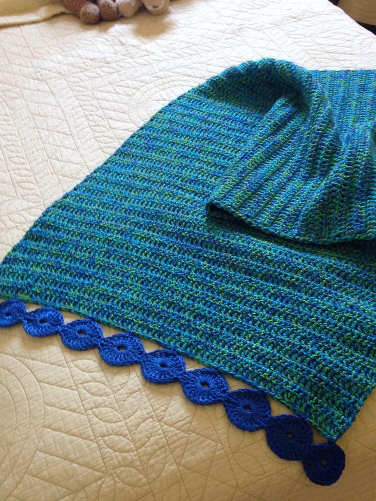 Pie de cama punto vareta, borde de círculos. Tejido con crochet n6 y tres hilos acrílicos de distintos colores juntos. Especialmente resistente para niños.