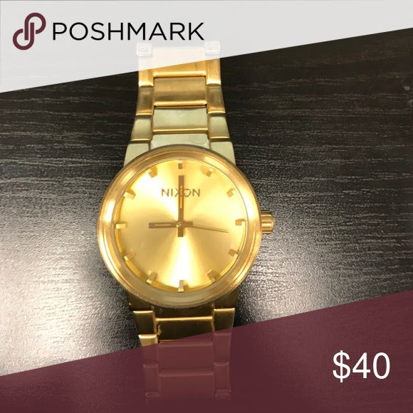 Gold Nixon Watch Good condition Accessories Watches