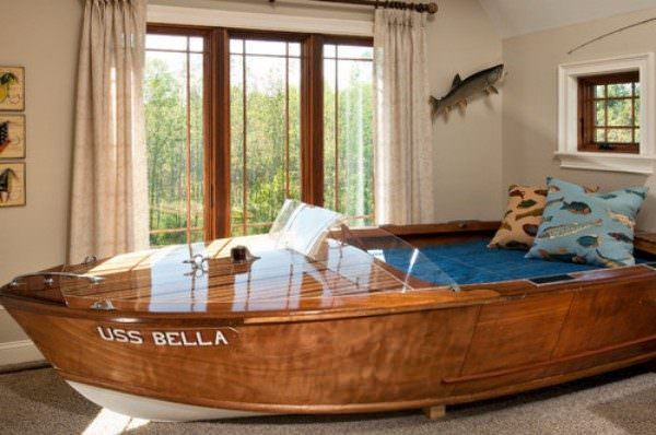 35 Amazing Ways To Upcycle Old Boats Recyclart Boat Furniture Old Boats Boat Bed