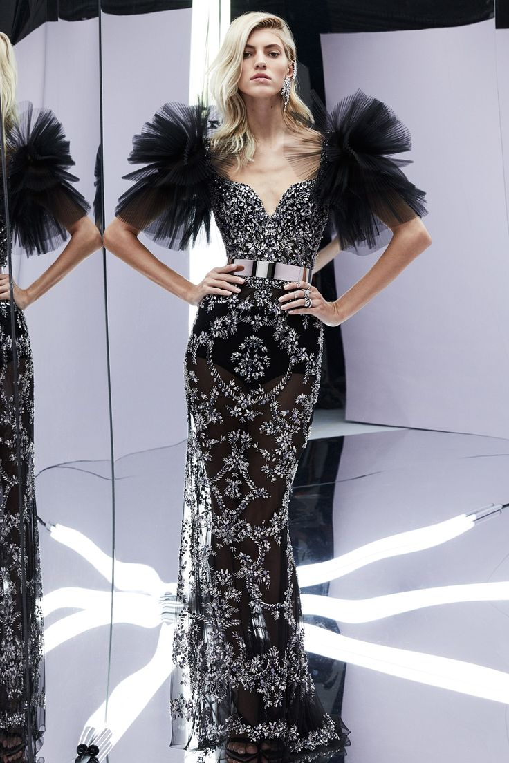 See the complete Zuhair Murad Spring 2017 Ready-to-Wear collection.