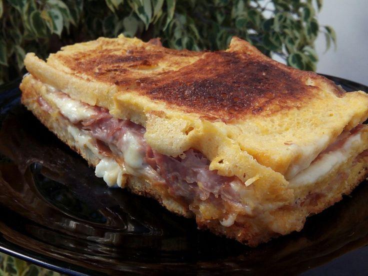 INGREDIENTES : 6 rebanadas de pan de molde sin corteza / lonchas de jamón cocido / lonchas de queso / 4 huevos / pizca de sal...