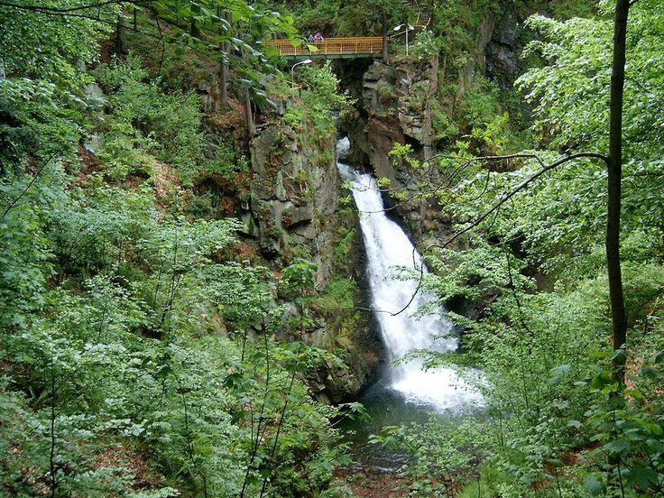 Wodospad Wilczki to przepiękny pomnik przyrody i jedno z licznych magicznych miejsc Sudetów. Pod względem wielkości zajmuje 2 miejsce w Sudetach. Wodospad Wilczki znany jest także jako Wodogrzmoty Źeromskiego. Bardzo wyczerpujący opis znajduje się na http://diananoclegi.pl/wodospad-wilczki Polecamy !