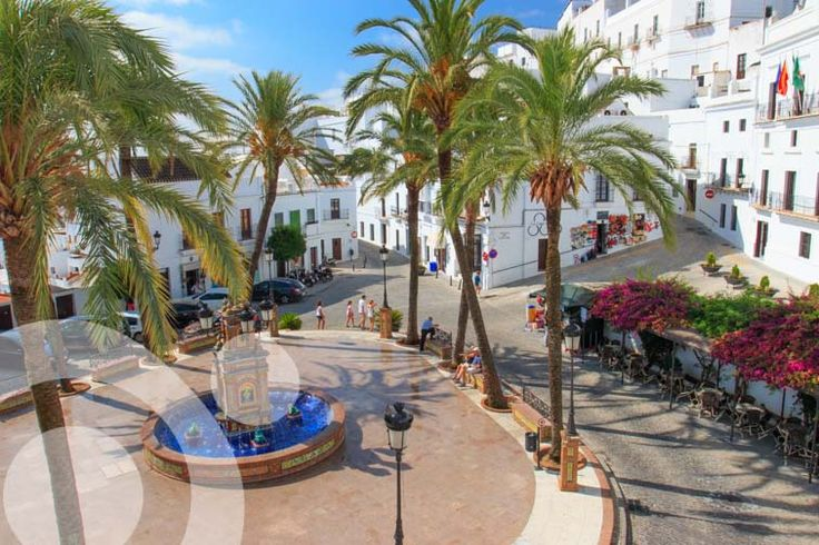 Vejer is a lovely white town, very well located to explore La Breña and Barbate Natural Park