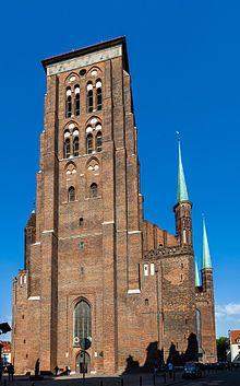 Basilica di Santa Maria (Danzica) - La costruzione della chiesa ha avuto inizio nel 1343, in un momento di grande prosperità della città e fu completata nel 1502.  E' la più grande chiesa in mattoni del mondo e una delle più grandi chiese d'Europa. Con una lunghezza di 105,5 metri e una larghezza di 66 metri (transetto), può ospitare al suo interno fino a 25.000 persone.