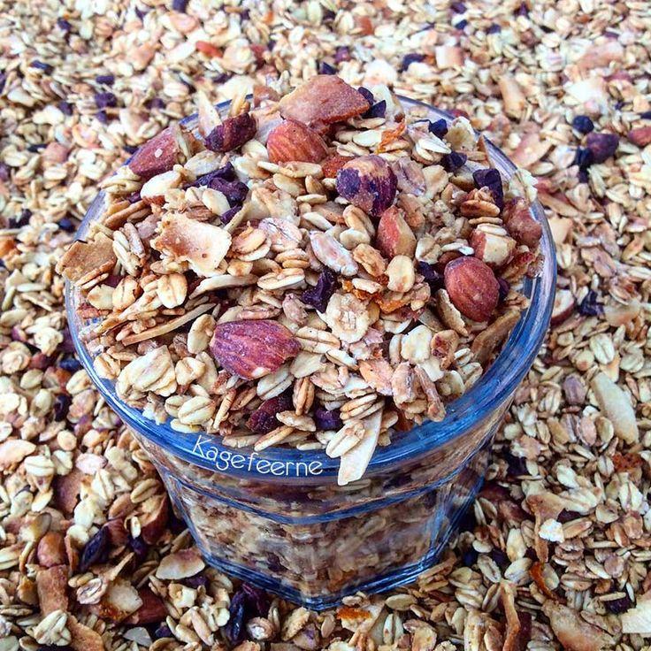 Sugarfree and glutenfree Granola -Lækker glutenfri og sukkerfri Granola med appelsin, nødder, mandler, kokos og kakaonibs.
