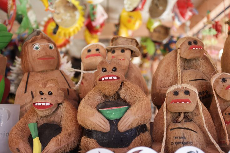 Carving coconut shells is one of the typical handicraft activities in Sanya, where expert artisans make by hand a wide variety of decorative artworks just like these ones! #whererefreshingbelongs #coconut #Sanya #SanyaRepin #SanyaHeartstoHearts