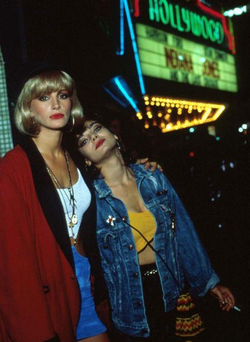 Julia Roberts & Laura San Giacomo in Pretty Woman (1990).