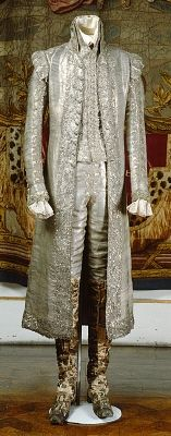 Courtesy of The Royal Armoury (http://emuseumplus.lsh.s...). Gustav IV Adolf's coronation suit from 1800, made of cloth-of-silver, garnished with silver lace.