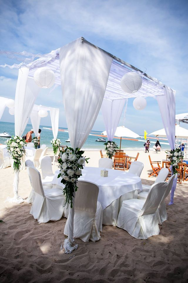 If you wish to have a tropical wedding, then India can be one of the best places. As not only it has long shimmering beaches along Arabian Sea with breathtaking sunsets, you will be amazed to find some excellent churches or architectures. Far from the madding crowd, nothing could be more romantic as this!