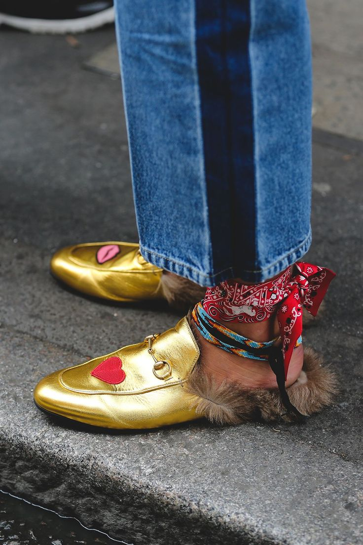 Yes, we're staring hard at these gold Gucci mules, but let us not overlook the DIY bandana anklet. Cute.Gucci shoes. #refinery29 http://www.refinery29.com/2016/09/123831/lfw-spring-2017-best-street-style-outfits#slide-17