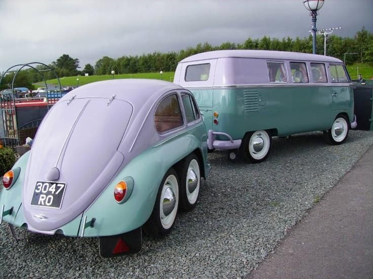 Sweet bug trailer behind a beautiful old VW Bus. Yes please!