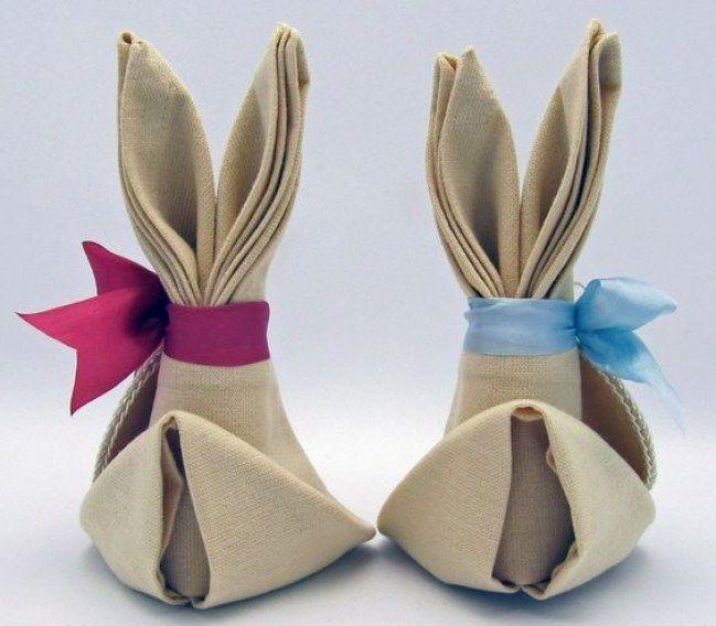 Des serviettes pliées en petits lapins