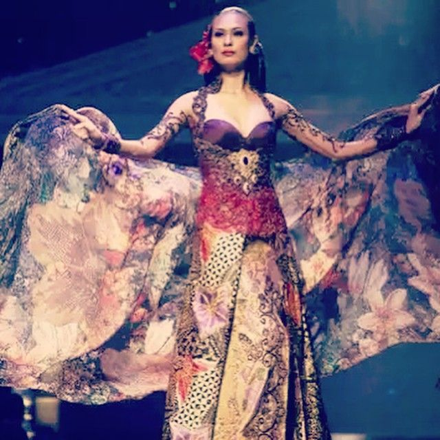 Dress is nice but not what I'm looking for. I like the pattern of the sarong/kain batik very much #kebaya #anneavantie