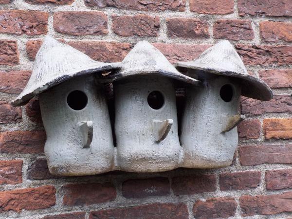 """Vogelhaus Nr. 385. """"Triplet Africa"""" € .80.- – Ein Lehmvogelhäuser / -häuser …   – Keramische Kunst"""