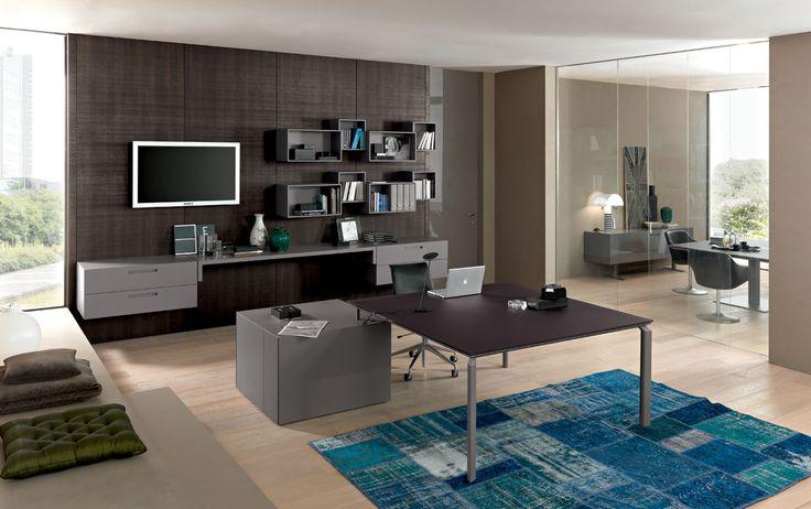 Anyware è un sistema di scrivanie concepito per offrire confort e armonizzare l'ambiente di lavoro; è in grado di adattarsi a qualsiasi esigenza di layout perché contempla soluzioni integrate e trasversali capaci di accogliere le nuove tecnologie e i cablaggi, configurandosi con grande facilità.