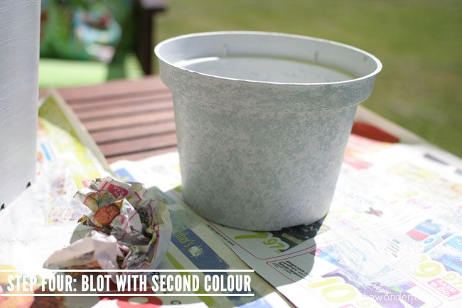 Faux Stone Painted Plastic Flower Pot Tutorial // Recycle Your Flower Pots! - Wonder Forest
