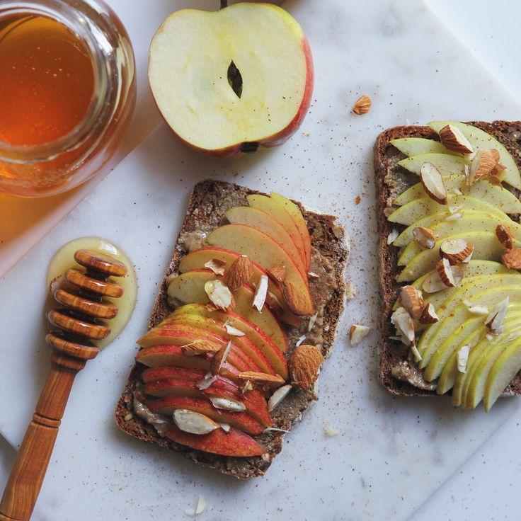 Tahinimacka http://hannasroom.com/kitchenyum/tahini-och-apple-pa-ragbrod/