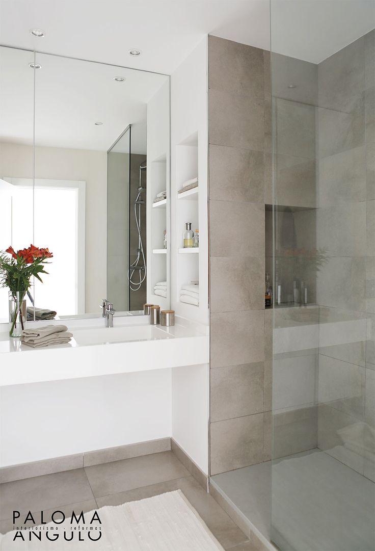 Baño blanco y cemento  Ducha y hornacinas  palomaangulo.com