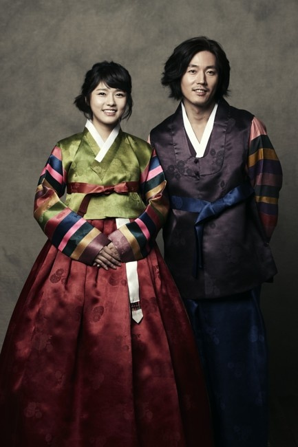 #Hanbok, a Korean traditional dress, is made of two pieces: a chima, or a skirt, and a chogori, or jacket. They are used mainly for formal events and ceremonies today. They come in many bright colors and patterns and often include hand-made embroidery on the sleeves and collar.
