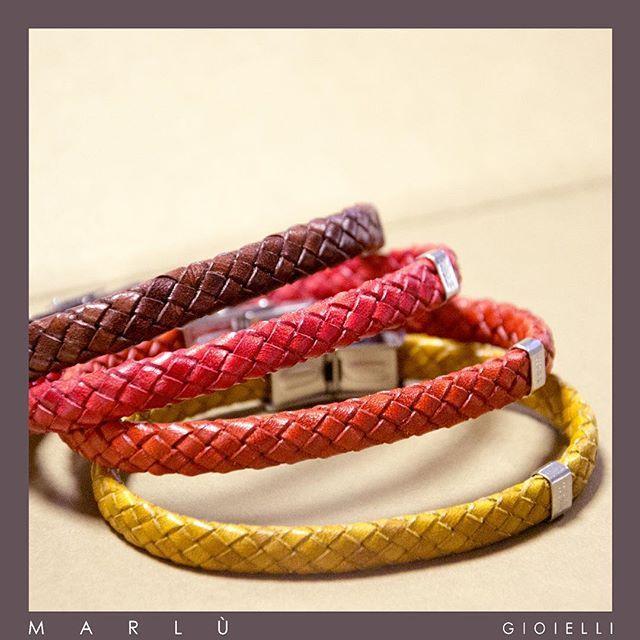 Bracciali in pelle colorata con inserto in acciaio. #ManTrendy. Colored leather bracelet with steel insert. #ManTrendy collection by Marlù Gioielli
