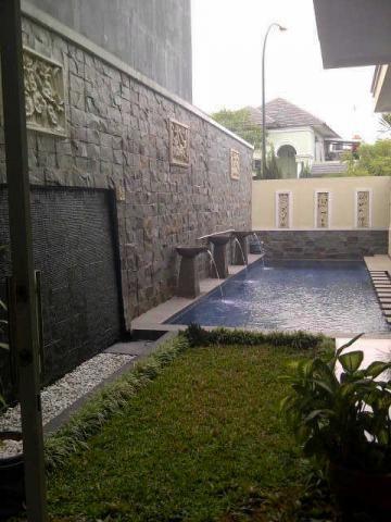 Rumah Dijual Mewah Ada Kolam Renang – Dijual rumah mewah 2 lantai, ada kolam renang, siap huni, sudah renovasi, atap baja ringan, plafond, atap baja ringan plafond holo, LT 425, LB 350, 4+1 kamar tidur, 3+1 kamar mandi, ada jet pump. Rumah dijual ini dipasarkan secara online di http://www.propertykita.com/rumah.html
