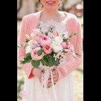 Букет невесты из обычных и пионовидных роз