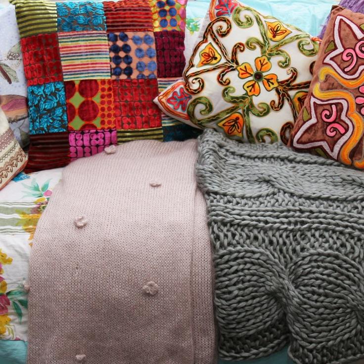Kleurrijke kussens en zachte plaids