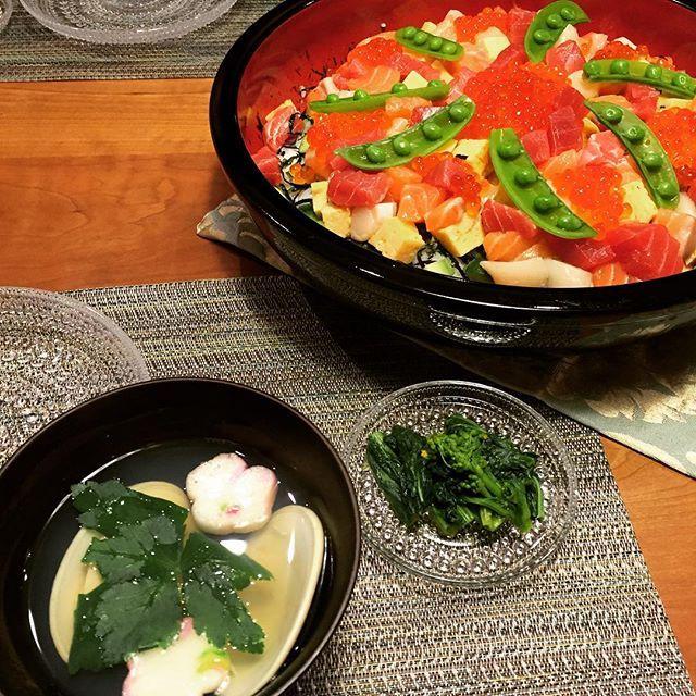 kumiiiii05#今日の夕飯  #桃の節句 の本日はちらし寿司に  #夕飯 #晩ごはん #おうちごはん #料理 #料理写真 #dinner #KURASHIRU #クッキングラム #ちらし寿司 #海鮮ちらし #はまぐりのお吸い物 #菜の花