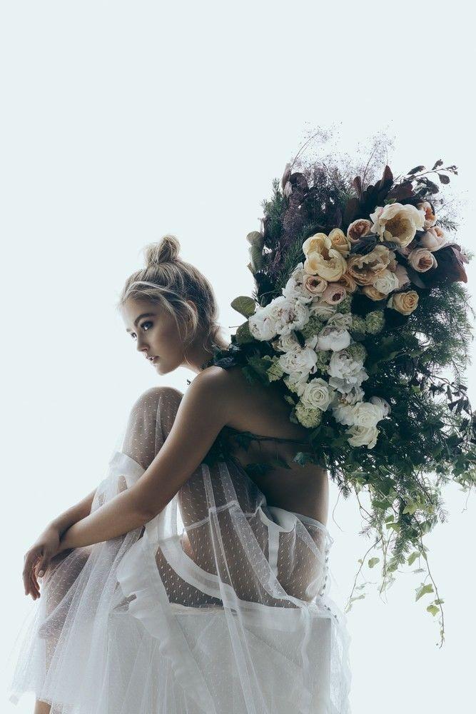 a bountiful floral bundle | image via Lenzo