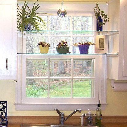 Utiliza molduras de cuarto de círculo para fabricar una base para repisas de vidrio, instantáneamente. | 25DYI's sencillos y económicos que mejorarán enormemente tu hogar