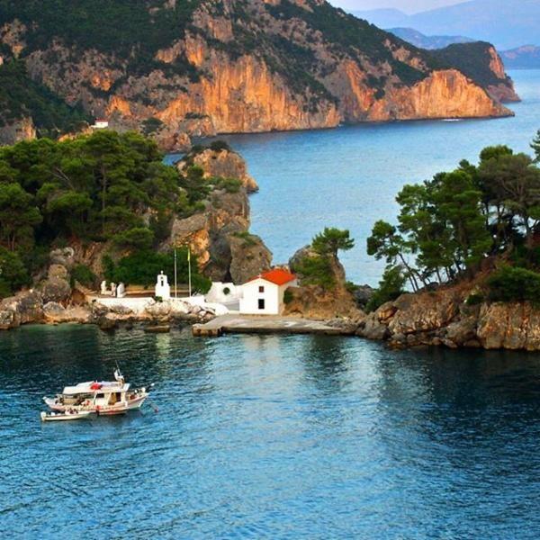 Parga, Greece via @dangerousbiz
