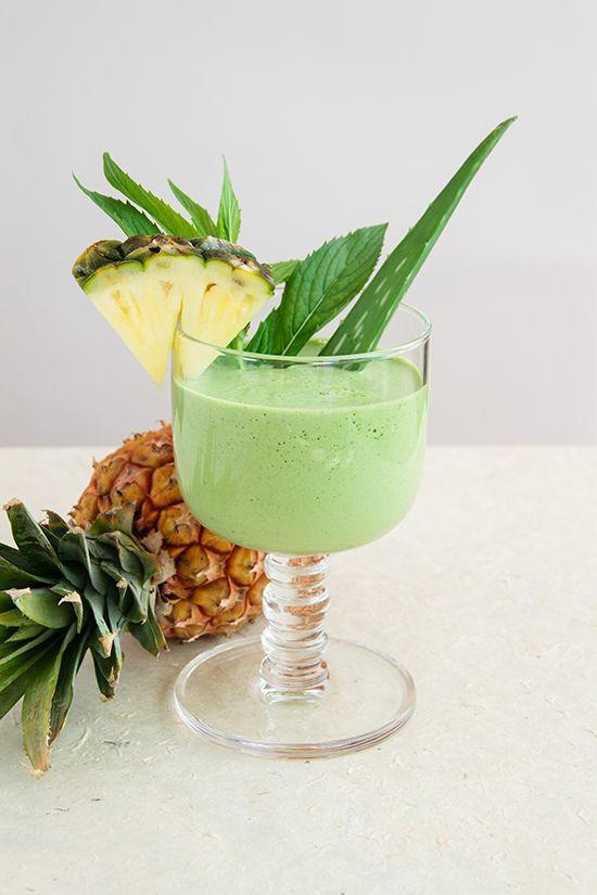 Post Easter De-Bloat Smoothie (aloe, pineapple, mint, ginger, tumeric...)