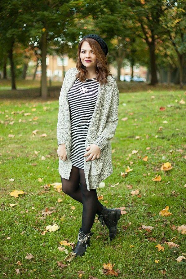 Look vestido camiseta listrado, meia calça preta, bota, maxi cardigan, gorro, Londres, Inglaterra.