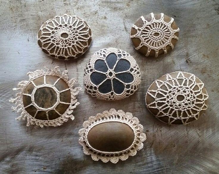 Small crocheted lace stones, www.monicaj.etsy.com