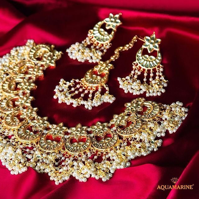 We bet you'll fall in love with this grand gold set of earrings, maangtika and…