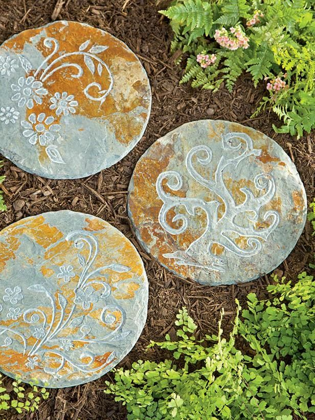 Garden Stepping Stones Ideas 23 diy stepping stones to brighten any garden walk 11 No Fail Gifts For Gardeners Garden Stepping Stonesgarden Pathgarden Ideaspainted