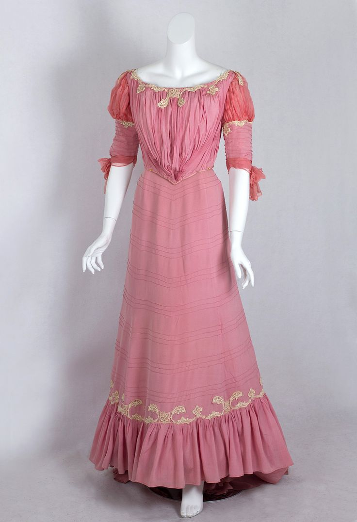 Evening dress ca. 1902 From Vintage Textile