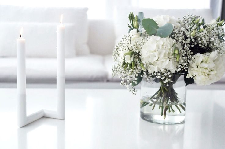 Simplicity • Home decoration and fresh flowers