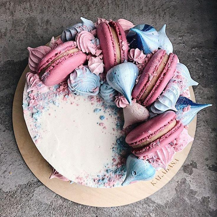 1,994 отметок «Нравится», 10 комментариев —  Торты на заказ, кондитерская (@kalabasa) в Instagram: «Наш #kalabasa_art_cake //Мы открыты ежедневно по адресу Набережная Академика Туполева, 15к26 (м.…»