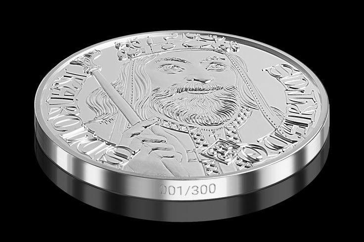 U jedinečné příležitosti 700. výročí narození Karla IV., největšího Čecha a také patrně nejvýznamnějšího panovníka naší vlasti, emitovala Národní Pokladnice unikátní pamětní medaili. Emise je ražená do 5 uncí ryzího stříbra 999/1000 v nejvyšší mincovní kvalitě. Díky velkorysému průměru a kvalitnímu zpracování můžete obdivovat i ty nejmenší překrásné detaily nadstandardně vysokého reliéfu. #numismatika #sberatelstvi #emise #mince #stribro #narodnipokladnice