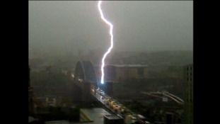 Lightning strikes the Tyne Bridge | Tyne Tees - ITV News