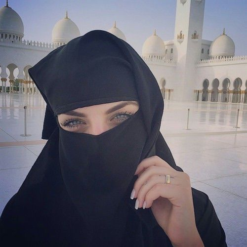 รูปภาพจาก We Heart It #blueeyes #girl #grunge #islam #makeup #niqab #pale #tumblr