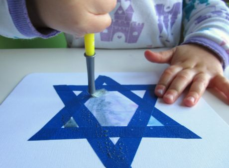 Hanukkah Craft  I love this......This would be great for the easel as well! Find more ideas at www.preschool-plan-it.com/hanukkah-activities.html