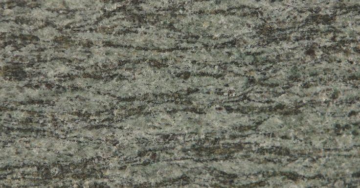 Ferramentas para cortar granito. O granito é uma rocha ígnea (solidificada a partir de um estado fluido) com textura cristalina. Ele é geralmente composto de quartzo e microclina. Devido a sua superfície dura, são necessárias ferramentas especiais para cortá-lo, furá-lo e lapidá-lo. Para se cortar o granito, você vai precisar de lâminas de diamante para corte de alvenaria. Estas ...