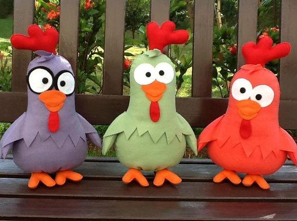 Trio de Galinhas Cantoras - Turma Galinha Pintadinha    Super sucesso entre as crianças!!!    Confeccionadas em feltro, enchimento de fibra siliconada, com todos os detalhes das personagens. R$ 100,00