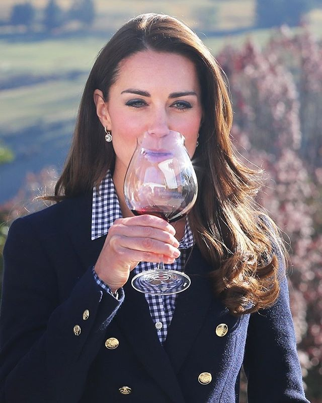 April 13: The Duke and Duchess took a moment to savour the wine at Amisfield Winery. #duchesskate #duchesscatherine #williamandkate #catherinemiddleton #hrhduchessofcambridge #catherineduchessofcambridge #duchessstyle #kateduchessofcambridge #beautifulkate #hrh #catherineduchessofcambridge #duchesskate #britishroyals #hrhtheduchessofcambridge #katemiddleton