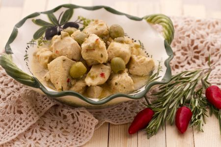 Spezzatino di pollo con timo e olive