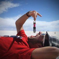 Optische Täuschung: Die 20 besten Fotos mit skurrilen Perspektiven / Auch dieser junge Mann hat scheinbar Hunger!